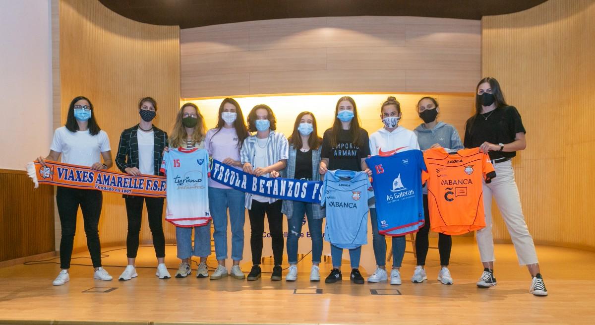Buscando hacer crecer el fútbol sala femenino en la comarca con el acuerdo de colaboración entre Troula Betanzos FS y Viaxes Amarelle FSF