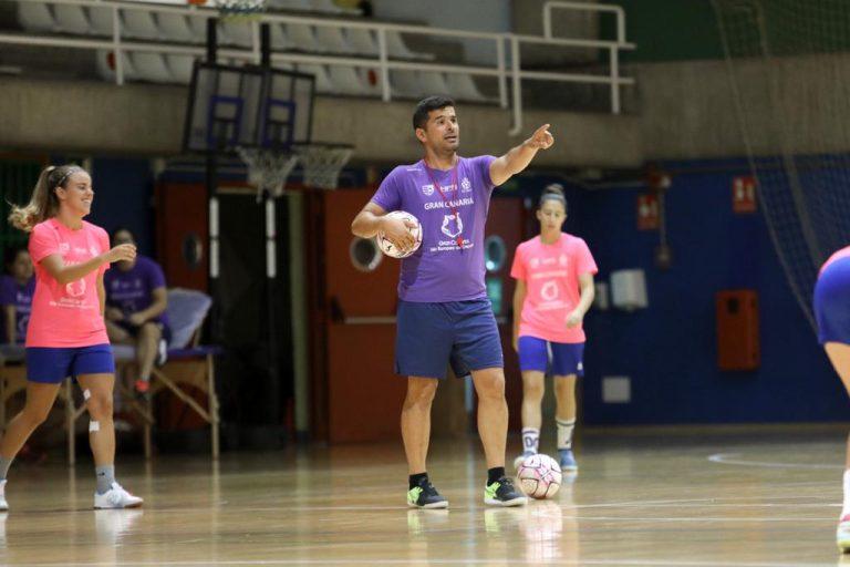 """Toti Suarez (Entrenador Gran Canaria Teldeportivo): """"La implicación de las jugadoras es buena"""""""